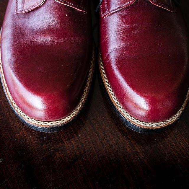Classic, iconic, fabulous..  The shoemaker's shoes.. Derby Boston model from burgundy French box leather. ✉️ Order: info@fabulashoes.com  #fabulashoes #fabula_bespoke_shoes #handmadeshoes #leathercraft #leathershoes #leatherwork #bespoke #bespokemakers #bespokeandfor #bespokeshoes #styleforum #gentlemensclub #gentlemen #classymen #shoestagram #shoegazing #shoesaddict #classyman #classydapper #dappermen #dappergent #classy #suitup #styleblog #fashionblogger_de #fashionblogger_uk #handwelted…