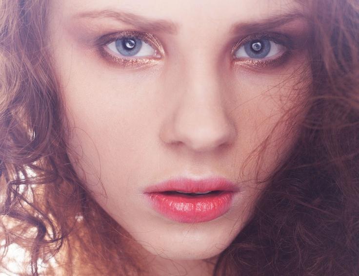 Hanna / Heartbreak Model-Management Fotograf: Marteline Nystad MUA: Emilie Larsen Hår: Camilla Bakke /Emilie Styling: Sunniva Jespersen & Maren Aune – med Emilie E. Larsen, Hanna Søreide Lauridsen og Camilla Bakke.    #Picture #Model #beauty #Makeup