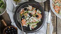 Insalata di pollo light con salsa allo yogurt - Calorie totali: 590 Kcal / Calorie a porzione: 295 Kcal