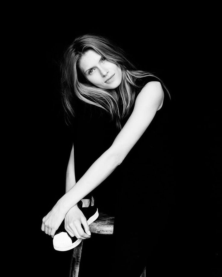 "Bella Project na Instagramie: ""Sabina •••••••••••••••••••••••••••••• #photo #bnw #beautyful #bella #polismodel #hands #natural #folioartists #simplicity #fashion @bella_project_by_cyron @sabina_wrotny @katarzynasobura"""
