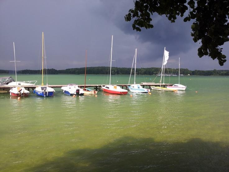 oko cyklonu :-) prześwit słońca w środku burzy... jezioro Ukiel Olsztyn.