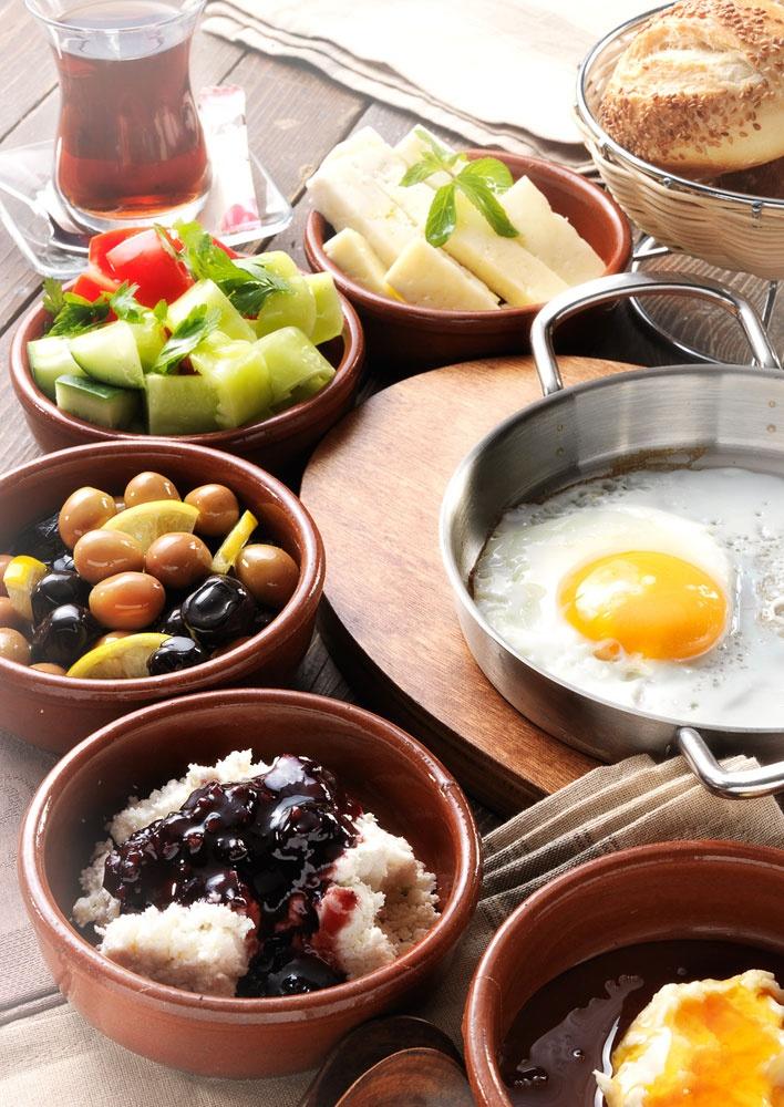 """Ege'den Köy Kahvaltısı... Afiyet olsun!: It says """"Aegean Village Breakfast ... Enjoy it!"""""""