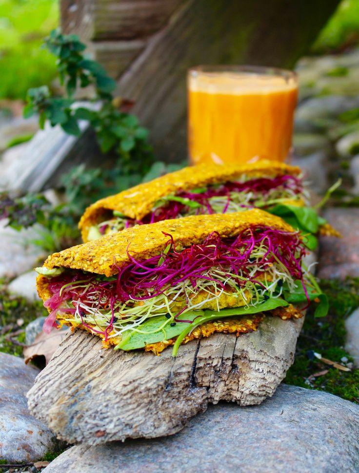 Mums, mums, mums. Her er opskriften på farverige, veganske og glutenfrie grønsagswraps med guacamole, humus, frisk spinat og grønne spirer. I dag har vi besøg af inspirerende Anette Hoeg Nielsen fra Madmedglød.dk♥ Jeg har fulgt Anette på Instagram (@madmedgloed) lige så længe, jeg ka....