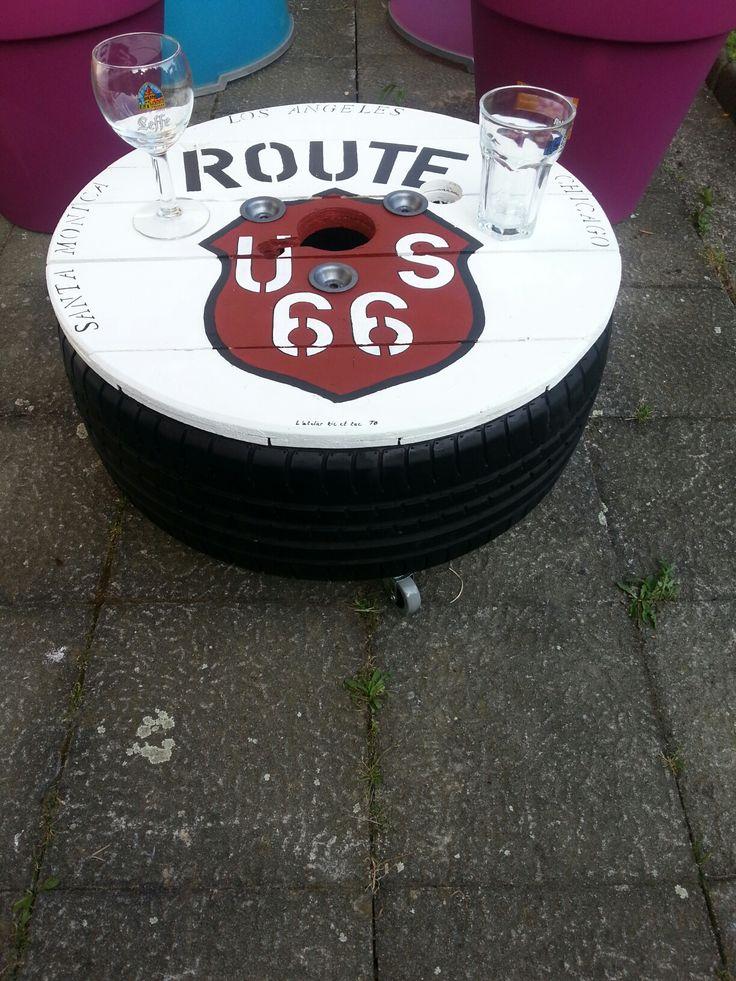 Table basse faite a partir d un pneu et d un plateau de touret bois Thème route 66 Peinture acrylique