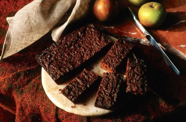 Traditional Yorkshire Parkin cake is the cake of autumn nights and bonfires. Filled with ginger and spices to warm you from top to toe.