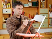 Ratgeber Kunststoff lackieren: Gartenstuhl aus Kunststoff lackieren