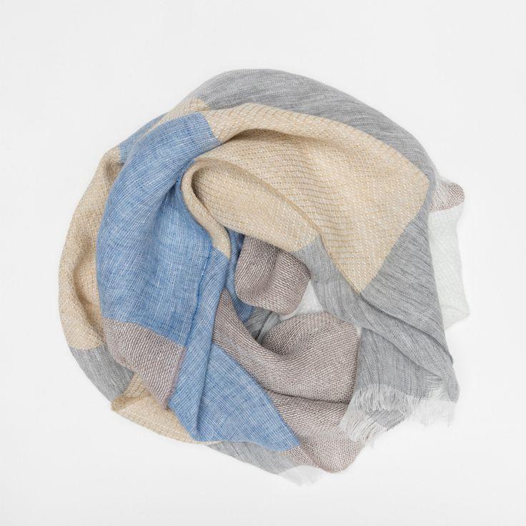 #echarpe #lin #bleu #blue #gris #grey #blanc #white #beige #ecru #atelierparticulier #madeinfrance #madeinitaly #luxe #womenswear #womensfashion #mensfashion #menswear
