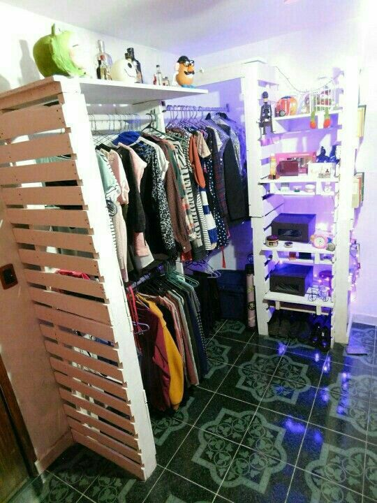 Pin de ana cecilia fernandez calzadas en closets for Decoracion closet en madera