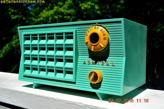 1956 RCAビクター9-C-7LEチューブAMクロックラジオ