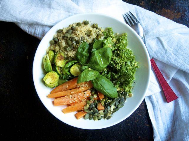 Salad bowl with quinoa