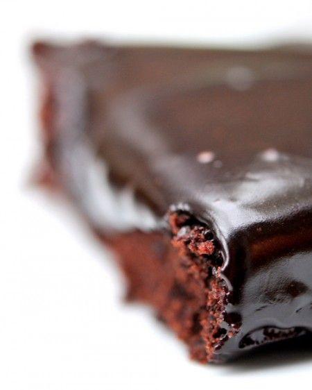{Pour amoureux de cacao} Gâteau fudge très cacao (recette vegan – sans oeufs, sans lait – et sans gluten)