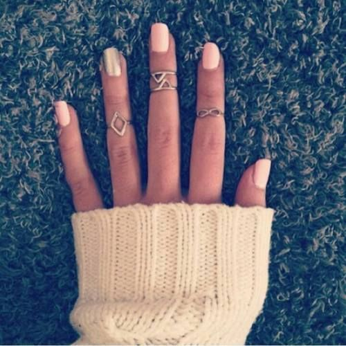 I can never seem to find rings like this but I want some so bad!