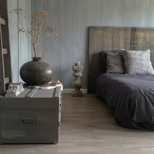 429 vind-ik-leuks, 25 reacties - Pure & Original (@pure_original_paint) op Instagram: 'Love this bedroom at @originstyle Lovely Fresco lime paint in the color Earth Stone on the walls.…'