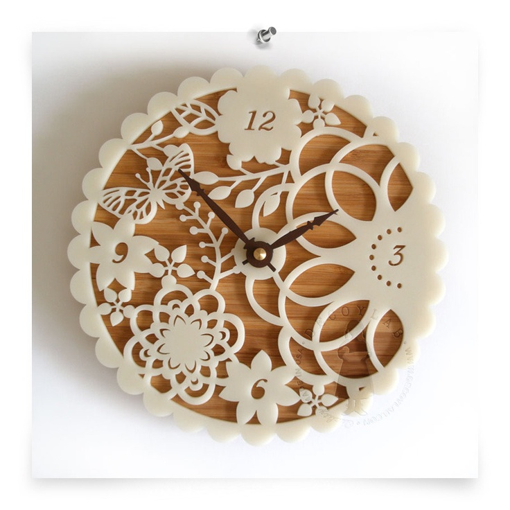 Love this clock. Would be so pretty in a bedroom or a sunroom.