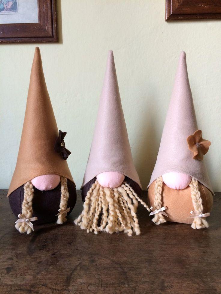 Fermaporta gnomo fatto a mano in pannolenci, by Le mani di Ema, 17,00 € su misshobby.com