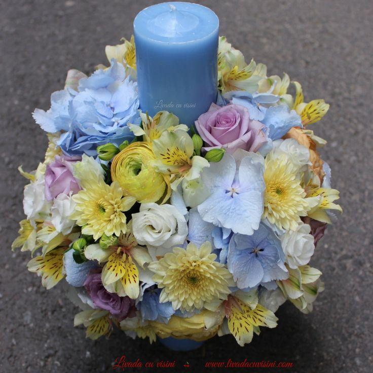 #lumanare #stalp #botez #christening #baptism #babyboy #candle #madewithjoy #paulamoldovan #livadacuvisini #lumanare #botez #baiat #yellow #ranunculus #blue #hortensie #trandafiri #purple #roses