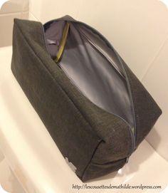 """Bonjour à toutes et à tous, aujourd'hui j'aimerais partager avec vous un tutoriel """"trousse de toilette pour homme"""" que j'ai déniché durant mes recherches de Noël. En effet, l'objectif était de chan..."""