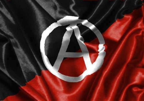 Saut dans l'inconnu Réflexions pour une offensive anarchiste au cœur de la pacification Nous nous demandons ici à quoi pourrait bien ressembler une pratique anarchiste révolutionnaire dans les conditions sociales spécifiques de la Suisse. Il nous semble...