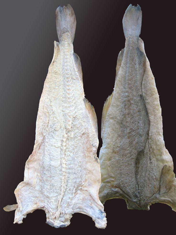 Cortes do peixe bacalhau, secos e salgados, produzidos em Kristiansund, condado de Møre og Romsdal, Noruega. Kristiansund é conhecida como a maior cidade norueguesa do bacalhau.  Fotografia: Karl Ragnar Gjertsen.