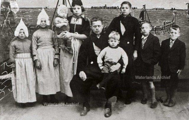 Jan Mooyer (Jan Pluk), fabr.arb. 1903-1983. Gehuwd in 1925 met Geertje Tuip 1903-1978. #NoordHolland #Volendam
