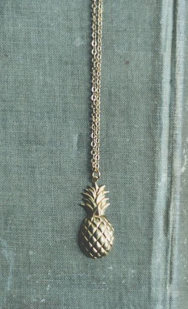 sweet pineapple necklace - now I'm dreaming of a tropical escape this cold winter!