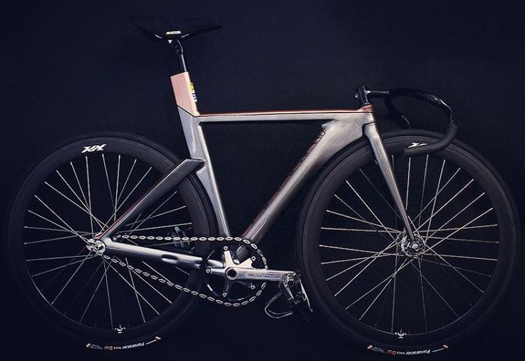 : Photo Dunno the make but its real cool  it's got sram crankset and lots of cool stuff ☺na