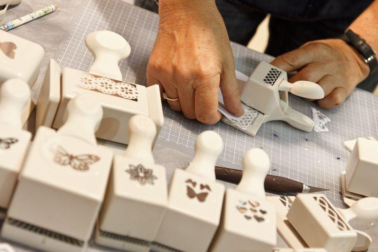 Kreativ 2013 bietet den Besucher die Möglichkeit, im Rahmen der Craft Rooms kreative Techniken zu entdecken und zu erlernen. Selbstverständlich stehen Kreativexperten mit Erklärungen und Vorführungen zur Verfügung.