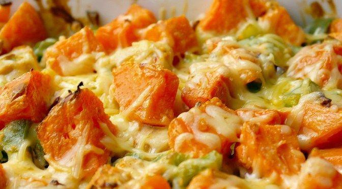 Ovenschotel met kip en zoete aardappel en groene paprika
