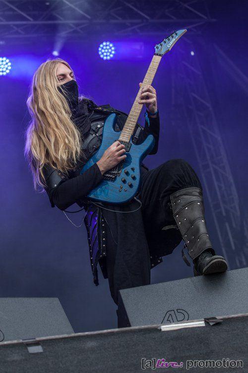 Lynd Photo by Sandra Hofmann Rockharz 2016 #TwilightForce #music #metal #concert #gig #musician#guitar #guitarist #Lynd #mask #festival #photo #fantasy #cosplay #larp #man #Sweden #Swedish #Rockharz