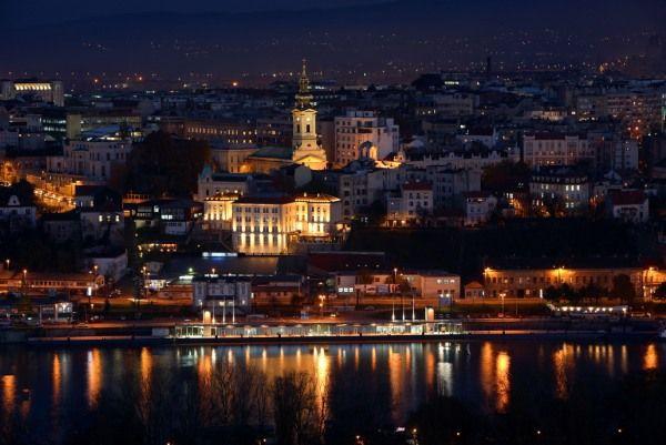Vista nocturna de la ciudad de #Belgrado, #Serbia