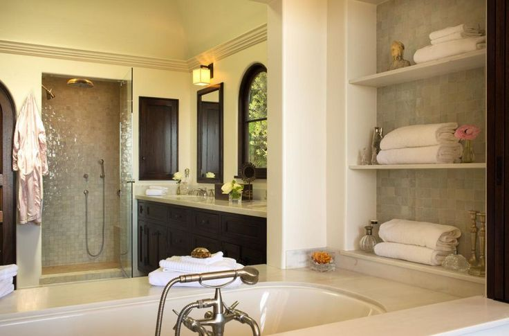 Architecture stunning spanish colonial style beach house for Spanish colonial bathroom design