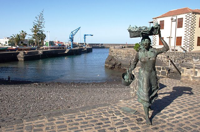 Fishwife, Harbour, Puerto de la Cruz, Tenerife