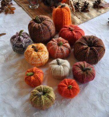 DIY knitted pumpkins - fall decor // Puha kötött tökök - őszi dekoráció //  Mindy -  creative craft ideas //  #halloween #crafts #craftideas #kreatívötletek #diy #csináldmagad #halloweencrafts #halloweenparty #partyideas