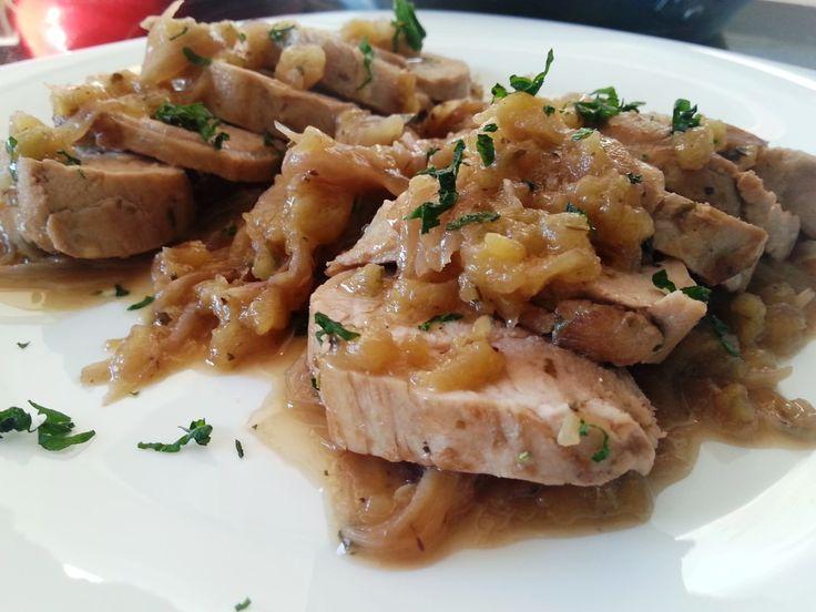 Solomillo de cerdo con manzana y cebolla - Filetto di maiale con mele e cipolle rosse