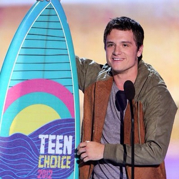 'The Hunger Games' was the big winner at this year's Teen Choice Awards, taking home a whopping 9 surfboards! All facets of the series had a win, with the film, soundtrack, book and of course the cast all receiving awards.