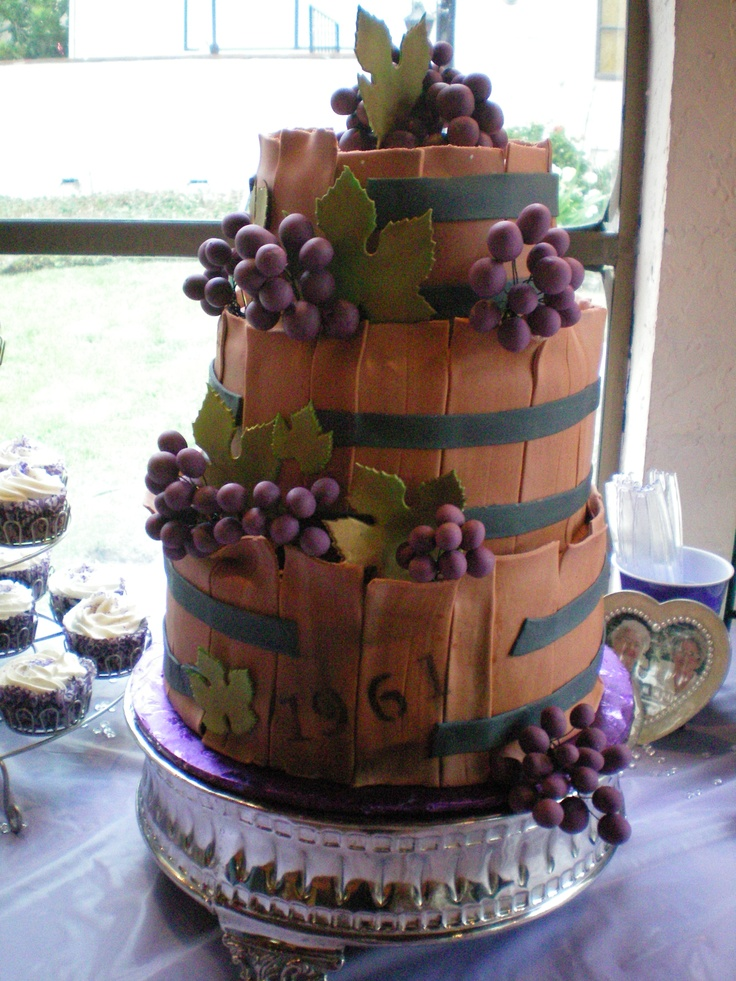 Age Like Wine Cake 50th Birthday – Les raisins et les feuilles sont fondants. airbrushed t …  – Motive Cake