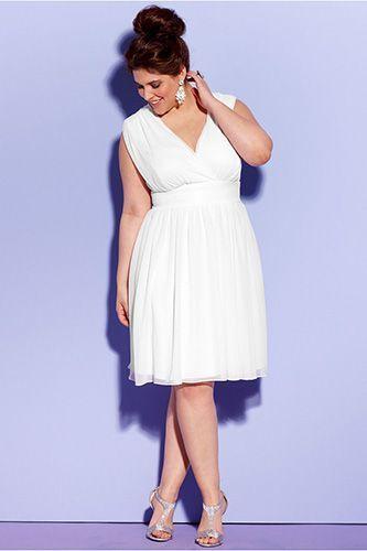 Simple Informal Short Chiffon Wedding Dress For Plus Size Bride.
