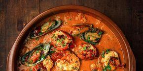 Den italienske fiskesuppen «zuppa di pesce» er tykk og inneholder mengder av deilig hvit fisk og ferske skalldyr. Oppskrift på italiensk fiskesuppe.