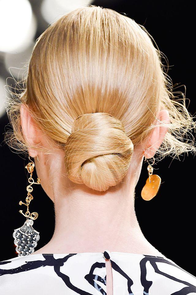 That Grl in High Heels: Mono Earrings: A Case of Odd Pairing