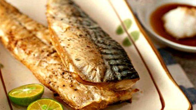 """Filetes de caballa al horno, una receta fácil y saludable. La caballa aporta ácidos grasos Omega-3 y también mucha vitamina B12, importante para el bue funcionamiento del cerebro y el sistema nervioso. En otro artículo de Okdiario-recetas hicimos dorada rellena al limón. Hoy caballa al horno. Beneficios de la caballa La caballa es un pescado … Continuar leyendo """"Filetes de caballa al horno"""""""