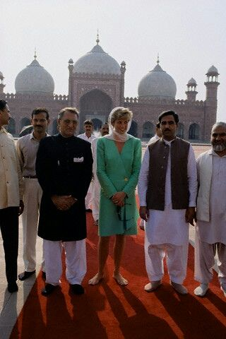 Princess Diana on solo visit to Pakistan - September 1991