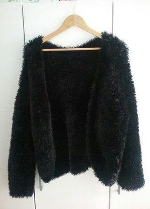 Kup mój przedmiot na #vintedpl http://www.vinted.pl/damska-odziez/peleryny-narzutki/9015260-modne-czarne-cieple-futerko-czarne-ml