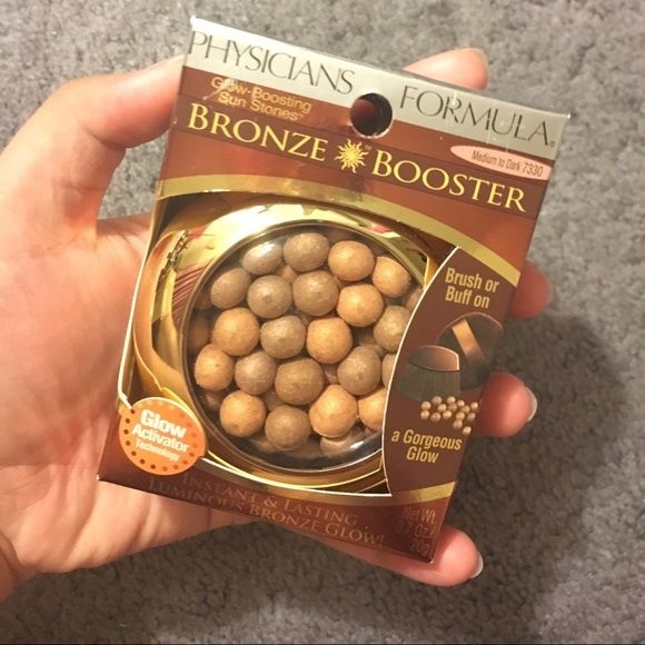 Physicians Formula Bronze Booster Sun Stones Bronze Booster Glow-Boosting Sun Stones in shade Medium to Dark 7330. Includes brush. Perfect for sensitive skin. Can be work alone or with other makeup. Perfect for the summer! Still BUY 1 GET 1 FREE ! Physicians Formula Makeup Bronzer