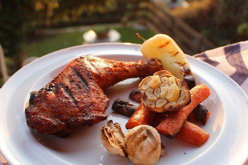 Bbq csirkecombok grillezett zöldségekkel