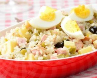 Salade de riz petit budget aux pommes de terre, dés de jambon et oeuf dur : http://www.fourchette-et-bikini.fr/recettes/recettes-minceur/salade-de-riz-petit-budget-aux-pommes-de-terre-des-de-jambon-et-oeuf-dur