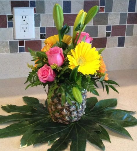 luau party table decoration ideas Hawaiian Themed Party and
