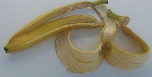 Banánová slupka nemusí hned skončit v koši, protože s ní doma můžete dokázat neuvěřitelné věci.
