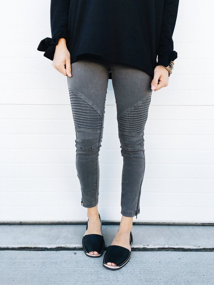 dark grey moto leggings || ROOLEE
