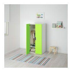 IKEA - STUVA, Kombinacja z drzwiami, biały/zielony, , Niski mebel z miejscem do przechowywania, dopasowany do wzrostu dziecka. Dzieciom łatwiej jest dosięgnąć i posprzątać swoje rzeczy.W szafie można przechowywać wiszące i złożone ubrania, gdyż szafa ma drążek na ubrania, półkę i druciany kosz.Wystarczająco głęboka, żeby pomieścić standardowej wielkości wieszaki dla dorosłych.Drzwi mają wbudowany amortyzator gwarantujący ciche zamykanie.W komplecie regulowane nogi, dzięki którym stoi sta...
