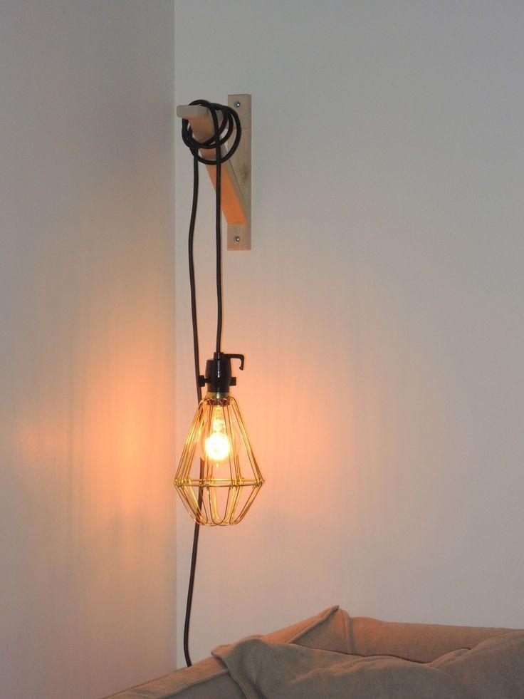 Balladeuse Merci (19,90€), équèrre Ikea (4€), ampoule à filament Maison empreur (21,80€).